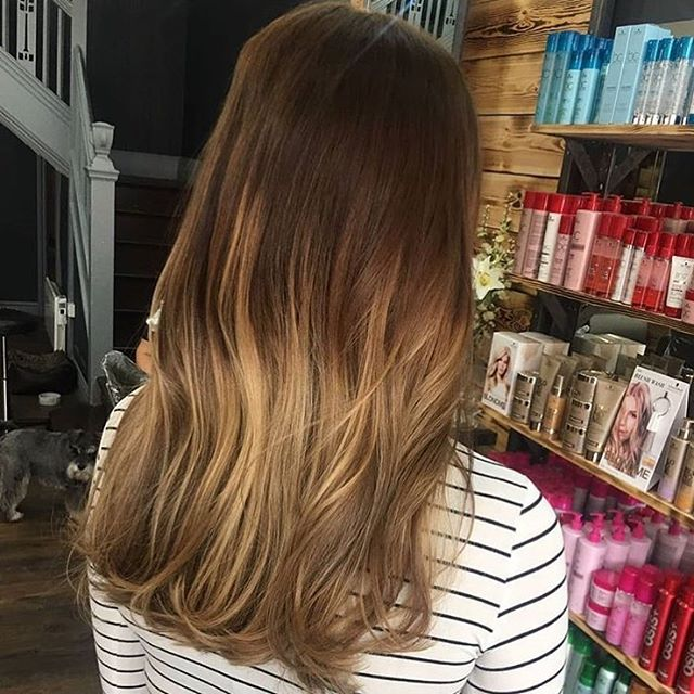 Warm honey tones in this cute balayage by Kate are giving us serious winter sun vibes! Remember we have our colour sale running for the next couple of weeks, check out our stories for details or visit the blog section on our website. . . . #reillydenholm #rdlancashire katerdlancashire #balayage #leigh #wigan #manchester #lancashire #manchesterblogger #lancashirehairdresser #schwarzkopfprouk