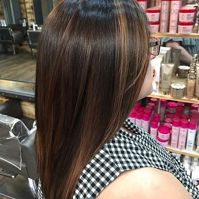 Super shiny and sun-kissed, a beautiful natural-looking balayage by Becky. . . . #reillydenholm #rdlancashire #beckyrdlancashire #laurardlancashire #balayage #manchester #wigan #leigh #manchesterblogger #manchestersalon #manchesterhairdresser #instahair #transformationtuesday