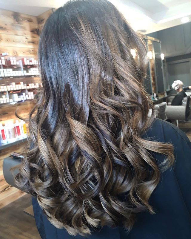 Kate is lightening up your Friday with this brunette balayage! . . . #reillydenholm #rdlancashire #katerdlancashire #balayage #brunette #instahair #leigh #wigan #manchester #lancashire #leighhairdresser #lancashirehairdresser #manchesterblogger
