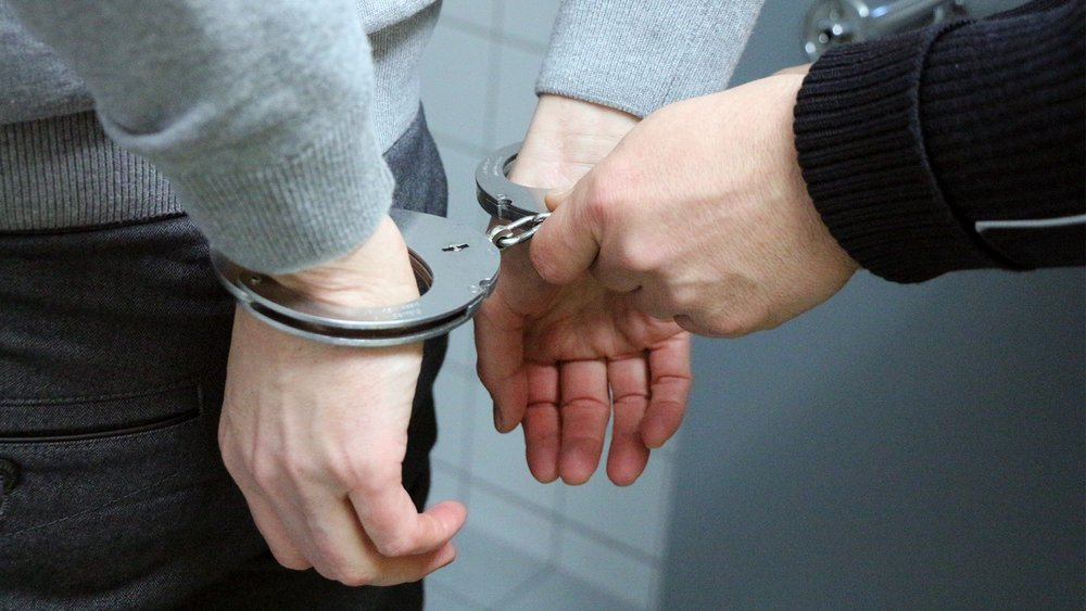 handcuffs-2102488.jpg