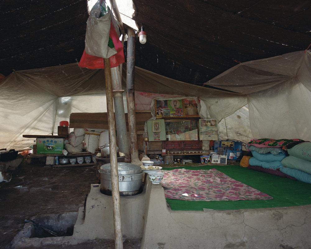 Guizhou, Zekog - tent with altar