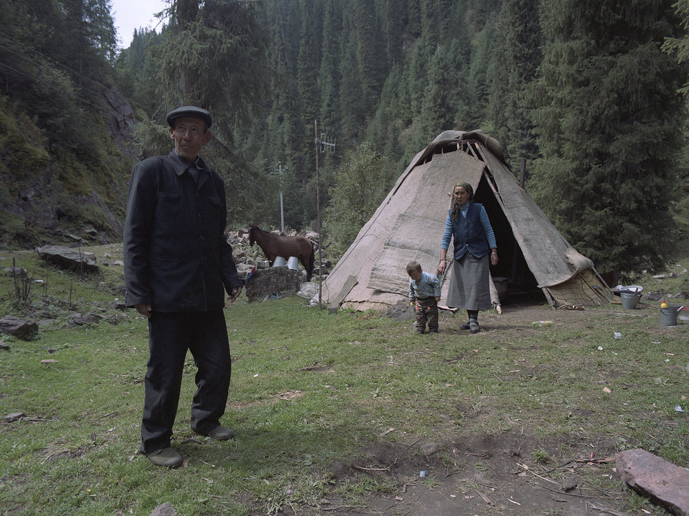 2007 Xinjiang - Luo Ka Si Mi and his family.