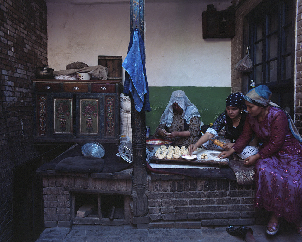2007 Xinjiang - Women preparing lunch in their small patio in the old centre of Kashgar.
