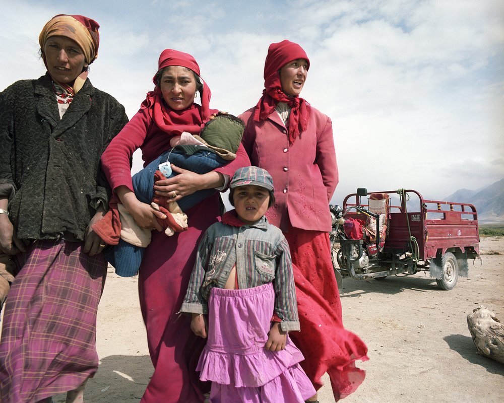 2007 Xinjiang - nomad women ready to leave the plateau to move  to their winterhome.