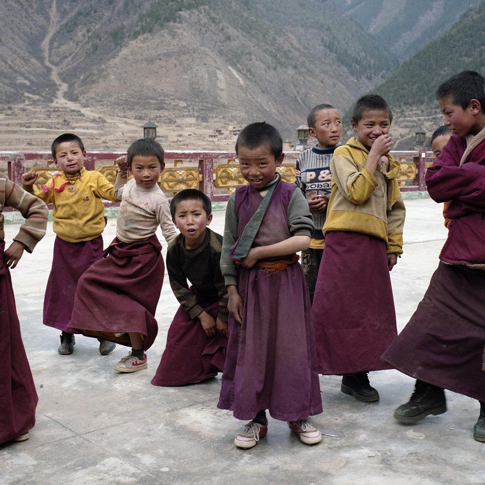 2010, near Xinlong - kids are kids.