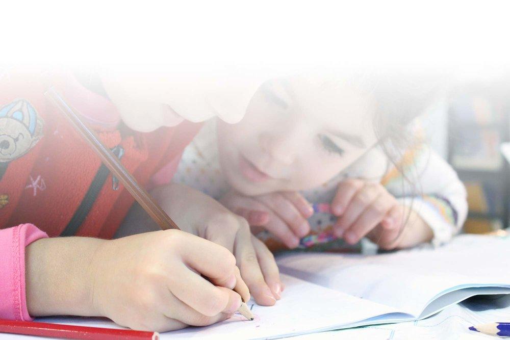Jaamme koululaisille<br />vuosittain tietokirjastipendejä.