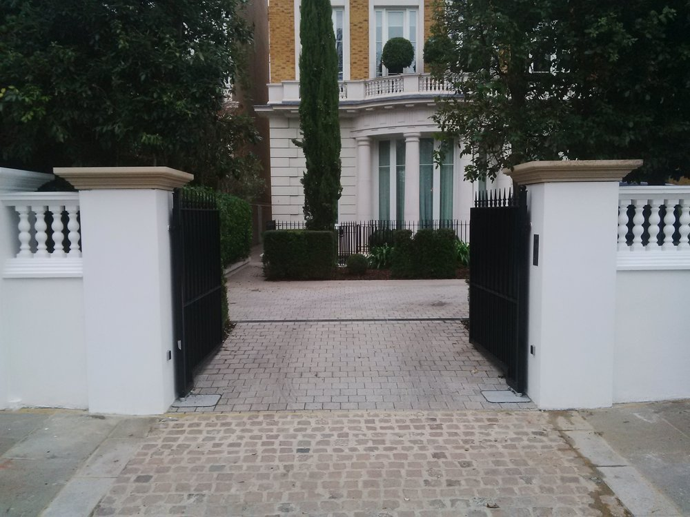 On Site M1538 - Technical design and installation of landscaping for private residence in Kensington, London.