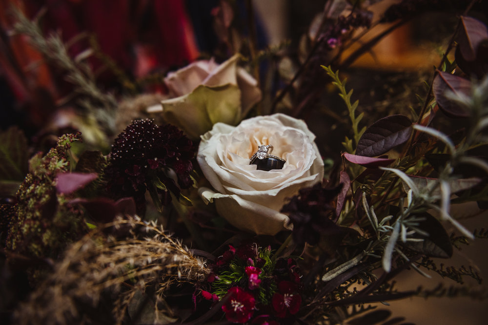 wedding-rings-in-the-foraged-fall-bridal-bouquet.jpg