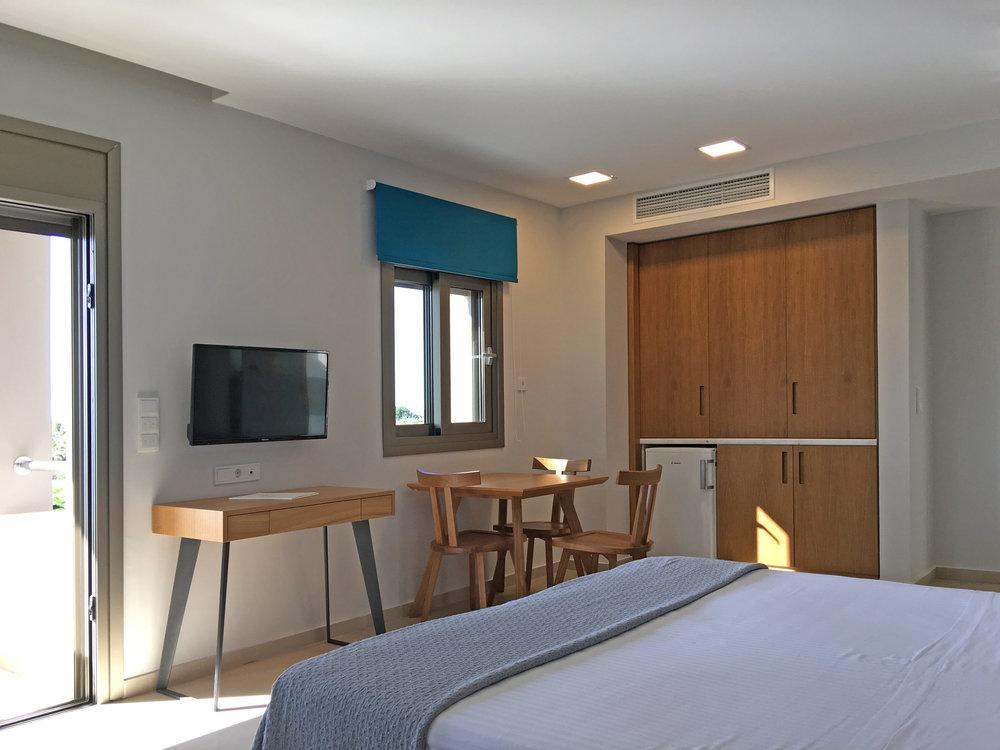 R111-bedroom-kitchen5.jpg