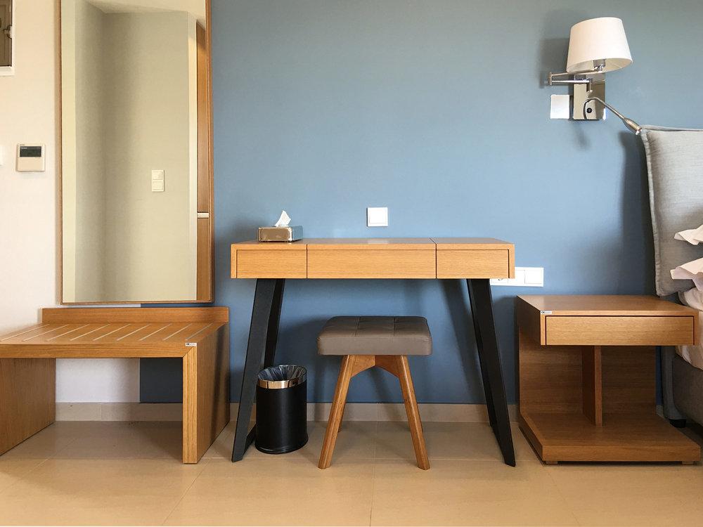 R111-desk.jpg