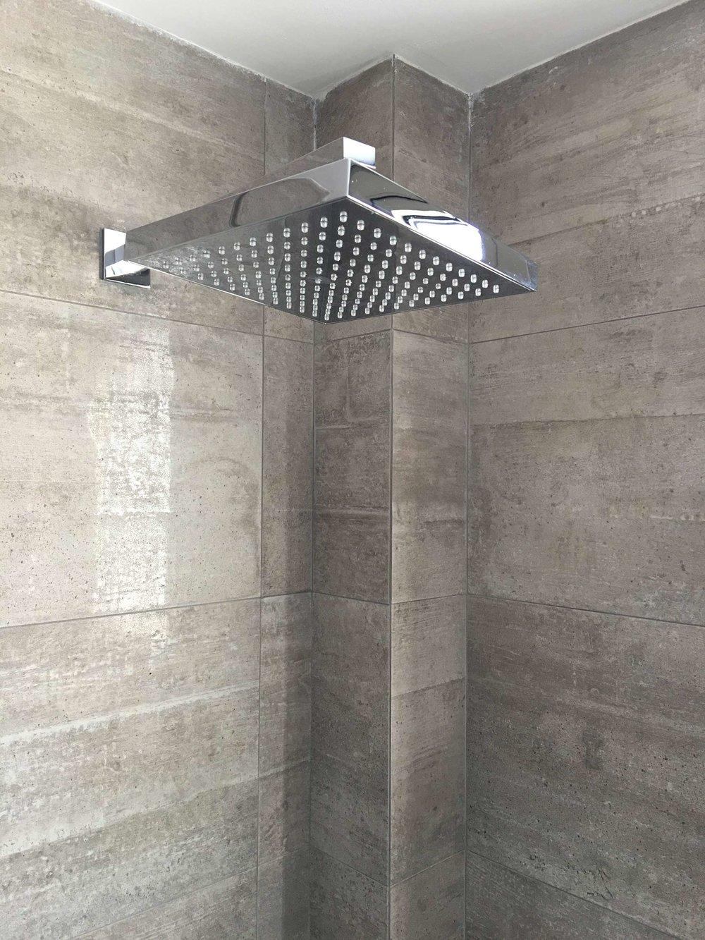 R111-showerhead.jpg