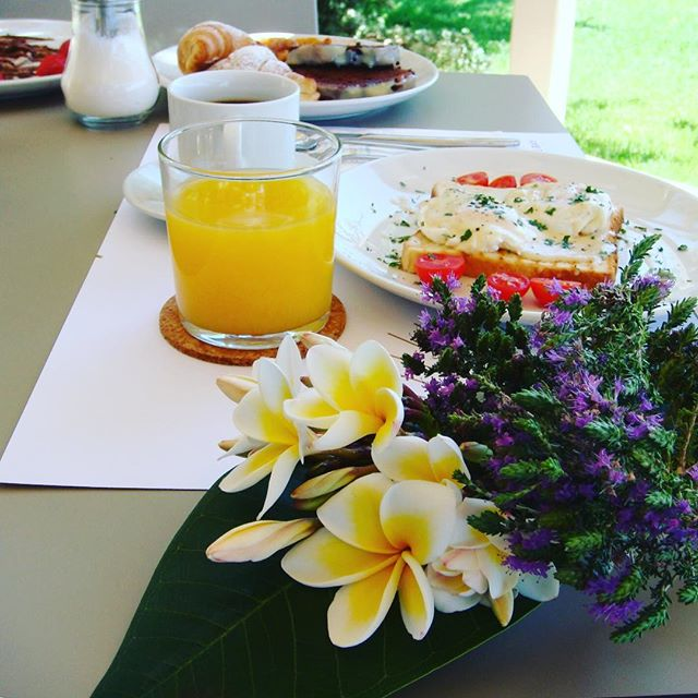 Happy July! Start your day smiling with a good #breakfast! The rest will slowly follow, here at @doublebay.elafonisos. 🙂🌻🌈