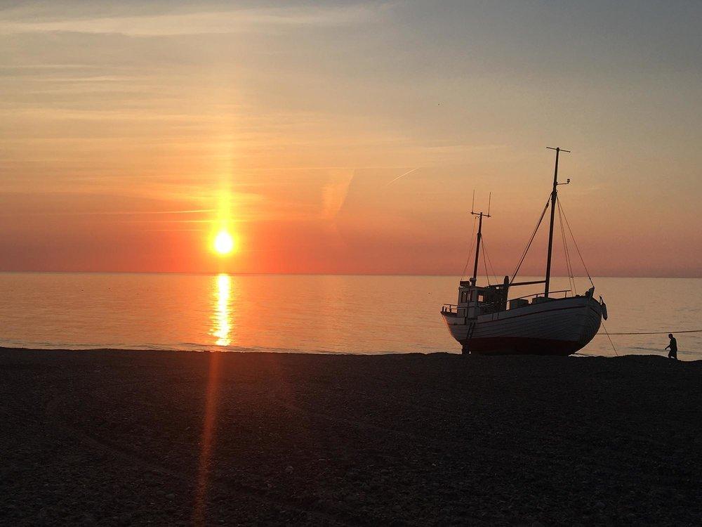 Solnedgang ved landingspladsen i Lildstrand (foto: Bjarne Sørensen)