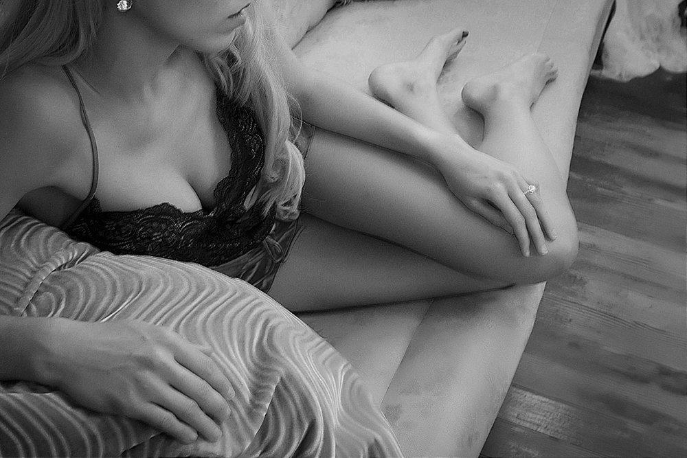 erinmedinaphoto-franklintn-boudoir.jpg