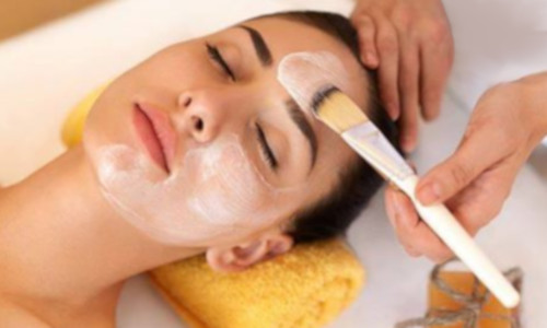 Vitamin C Facial - This facial delivers Vitamins A, C, and E. This facial is an ideal tool in a pre and post facial surgery because of its amazing healing properties. It can also be added to any other facial or body treatment since it works for all skin conditions.Este facial ofrece Vitaminas A, C y E. Este facial es una herramienta ideal para el pre y post de cirugías faciales debido a sus propiedades curativas increíbles. También se puede añadir a cualquier otro tratamiento facial o corporal, ya que funciona para todas las condiciones de la piel.70 mins $160
