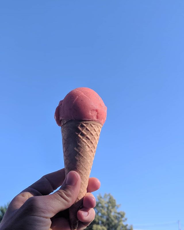 Summer feat. Strawberry Lime Sorbet! #strawberrylime #sorbet #vegan #sweetcreamdairy #madeinbiddeford #blueskies