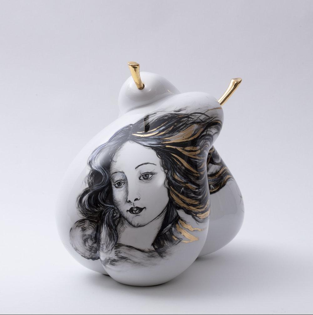 Venus - Pièce unique - Résine, feuille d'or, peinture et chrome