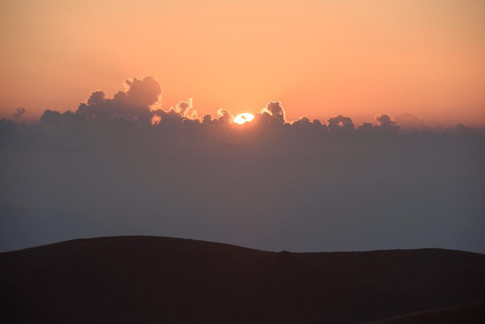 2018-08-11_Web_4905_Sun breaking through the clouds.jpg