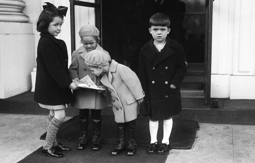 07-vintage-christmas-kids-dressed-up.jpg