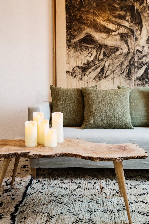 Table basse en bois d'olivier, plateau fait d'une seule pièce