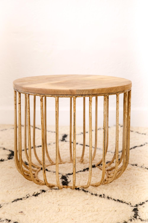 Table basse 'tambour', métal vieilli, plateau en bois de chêne