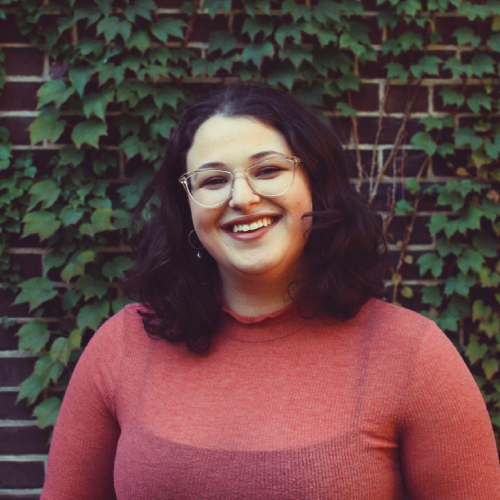 Lena Schloss  Senior Editor 📷 @lenasschloss