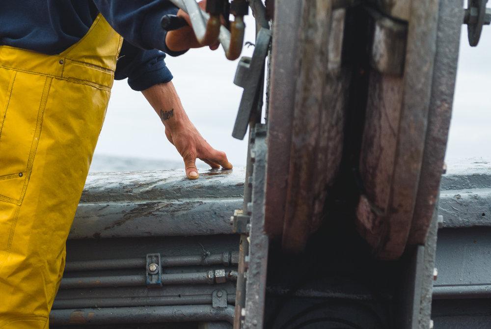 farelo-deck-hand-fishermen.jpg