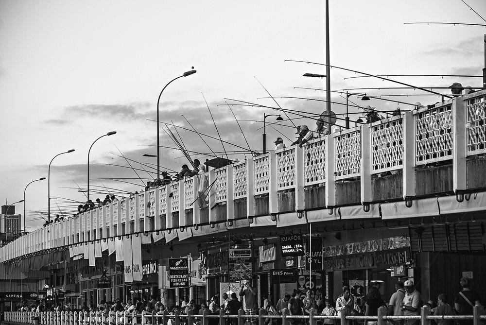 bosfurus-instanbul-fishing-bridge.jpg