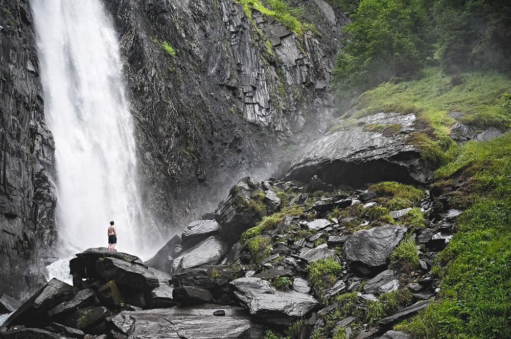les-deux-alpes-waterfall-paddy-doyle.jpg