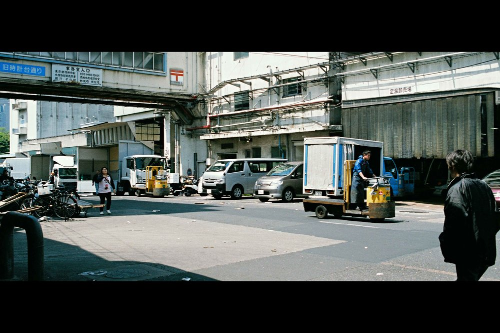 outside-tsukiji-walking-carts.jpg
