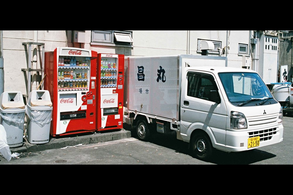 vending-machine-fish-van-market.jpg