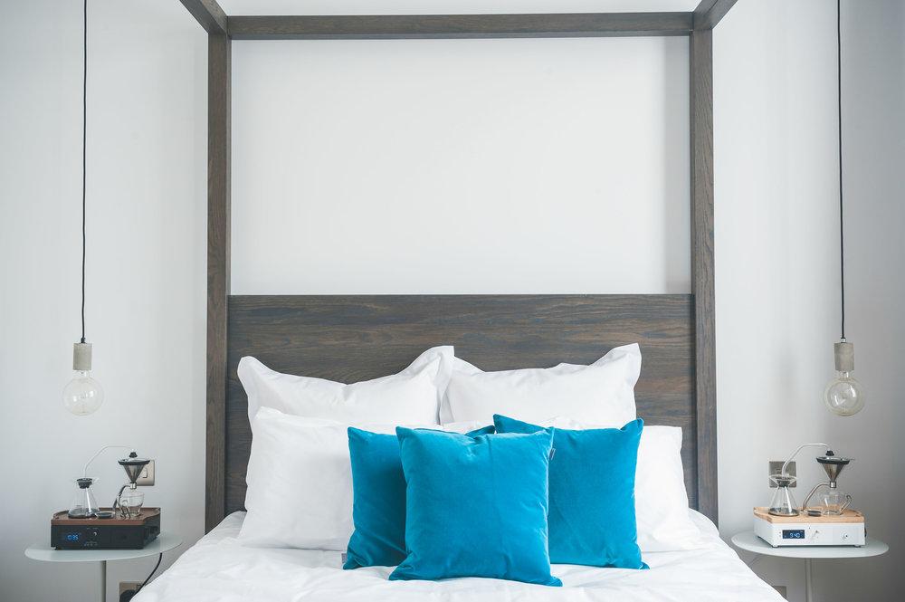 the-barisieur-bedroom-coffee-alarm-clock.jpg