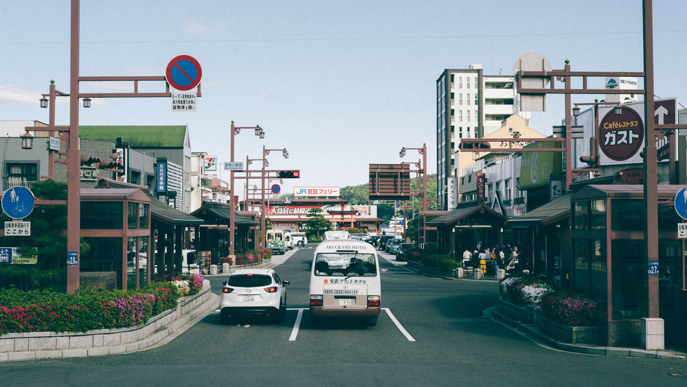 japan-car-road-film.jpg