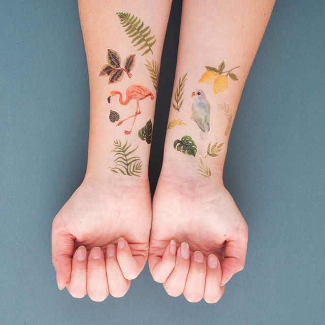 Temporary tattoo packs make excellent stocking fillers! These new tropical designs have been popular at markets recently 🍋🌿