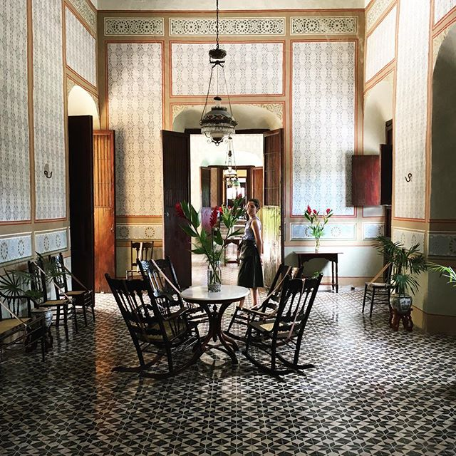 This year's Thanksgiving road trip 🚙 through the Yucatán Peninsula, away from beaches discovering #yaxcopoil Hacienda, a rural estates dating back to the 17th century most important for sisal plantation during the boom of the late 19th/early 20th century. View of the spacious corridors, lounges and drawing room, surrounded by extensive gardens with infinitive colors and exuberant vegetation. #meridayucatan #roadtripmexico #hacienda