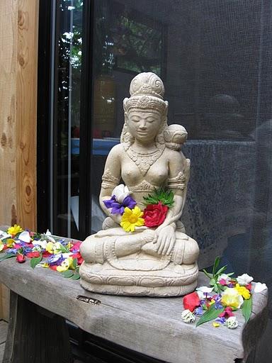 prajna+statue.JPG