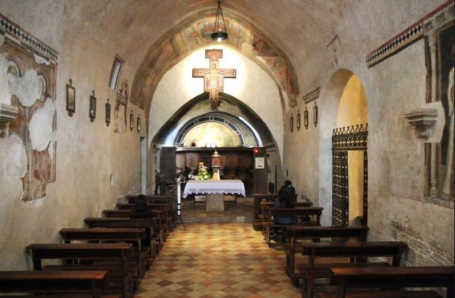 interior-church-san-damiano1.jpg