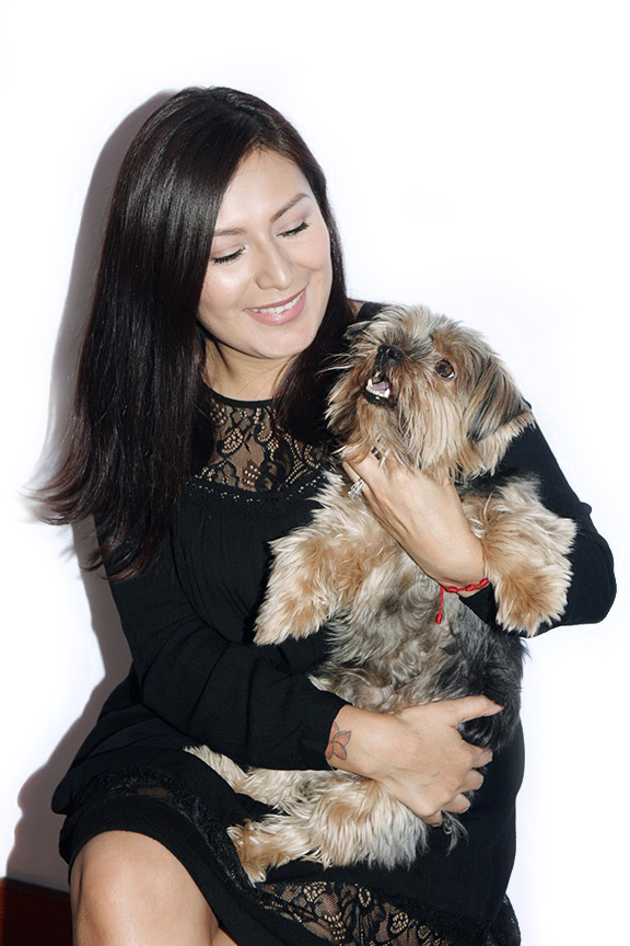 Green Beauty Blogger Eli Pelaez and her dog, Bear.