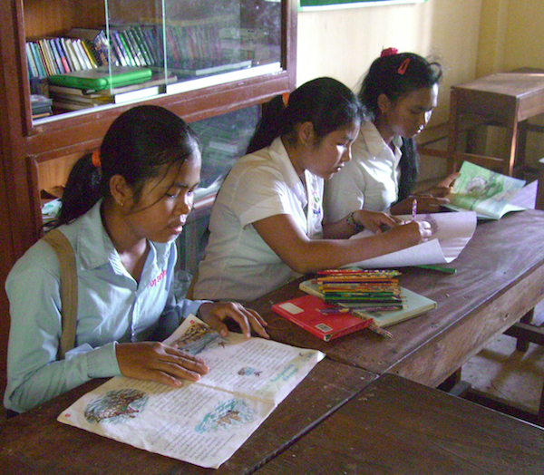 girlsreading&art.jpg