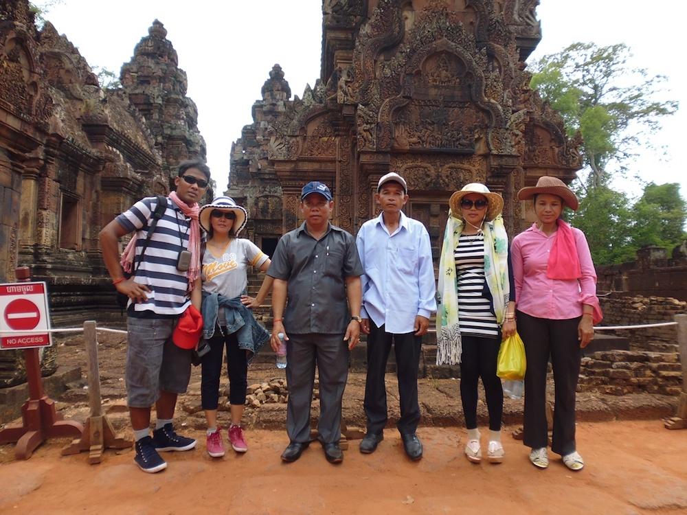 field trip staff banteay srei.jpg