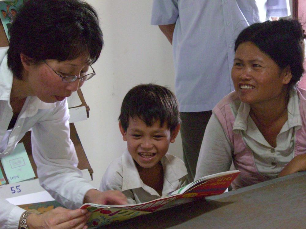 laura fujikawa teaching boy 03:08.jpg