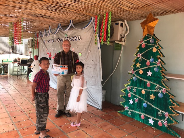 KIS robots donation at holiday show.jpg