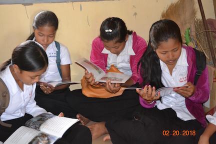 Girls reading Smera's books