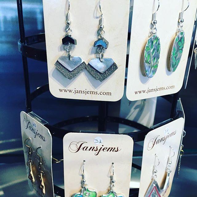 New pieces by Jansjems! Open until 2pm today 🤩❤️🌸🌺#handmadeearrings #dropearrings #newearrings #uniquejewelry
