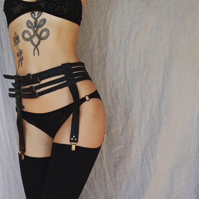 🥀 Furiousa Garter Belt 🥀 Just released today, link in bio ✨ One-time 25% discount code is in my insta stories rn, only available until noon tomorrow for the store release! ✨ #RivettedLeather
