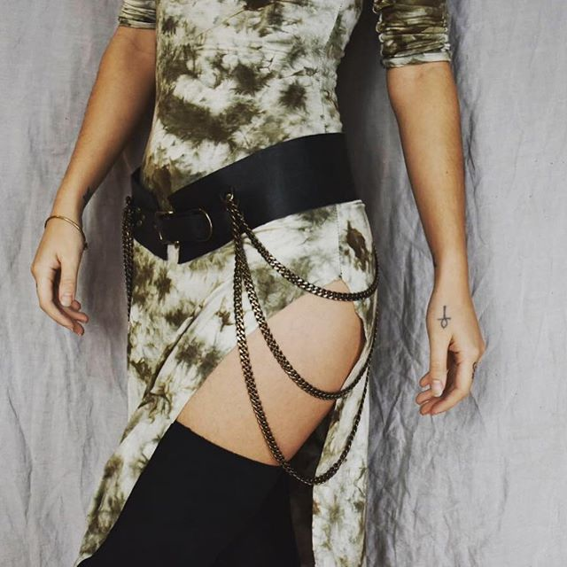 🌿 Leia Chain Belt 🌿available online, link in bio 🌿 dress by @rhythosdress  #RivettedLeather