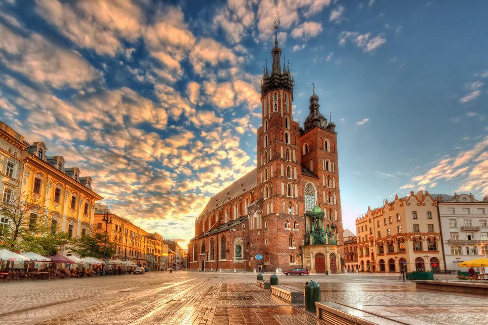 St. Mary's Basilica _ Kraków, Poland-13623035505.jpg