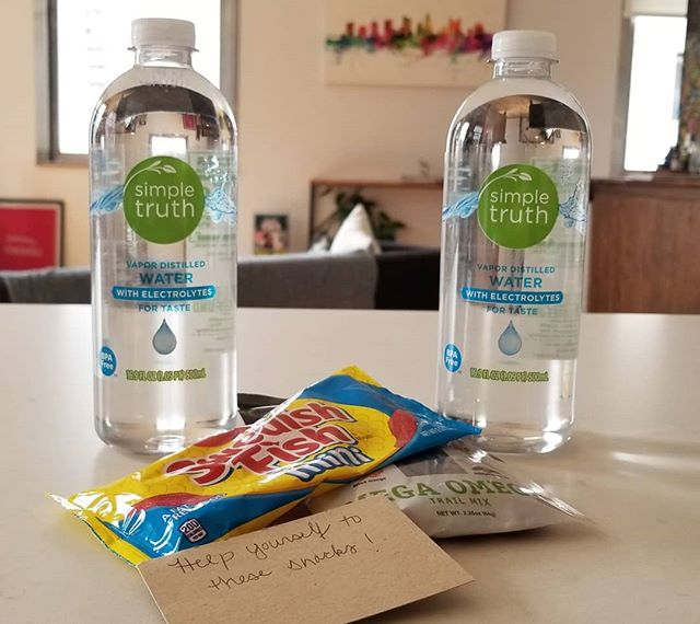 Check-in snax. Cuz we care. . . . . . #thankyou #weloveourguests #staywithus #loftylife #frequentflyer #hotellife #hotelsofinstagram #instagood #airbnb #itsavibe #neighborhood #downtown #columbus #gaystreet #explore #relax #majorkey #wanderlust #travelblogger #travelsmart #travelgram