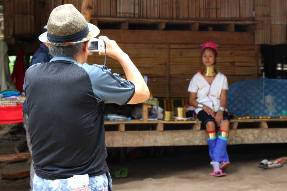 Tourist_photographing2-1.jpg