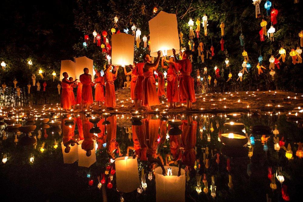 loy krathong festival Thailand